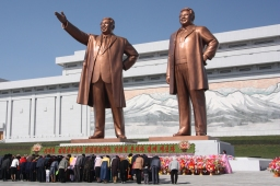 Kim Jong Un Meets with South Korean President Moon Jae-In